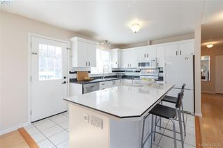 Photo 10: 1927 Cultra Ave in SAANICHTON: CS Saanichton Single Family Detached for sale (Central Saanich)  : MLS®# 836406