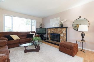 Photo 4: 1927 Cultra Ave in SAANICHTON: CS Saanichton Single Family Detached for sale (Central Saanich)  : MLS®# 836406