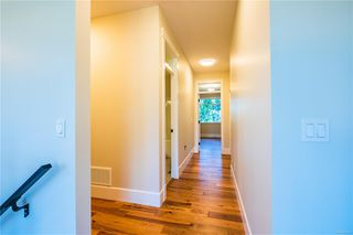 Photo 8: 2506 Lynburn Cres in : Na Departure Bay House for sale (Nanaimo)  : MLS®# 859831