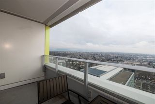 "Photo 13: 3208 488 SW MARINE Drive in Vancouver: Marpole Condo for sale in ""Marine Gateway"" (Vancouver West)  : MLS®# R2440904"
