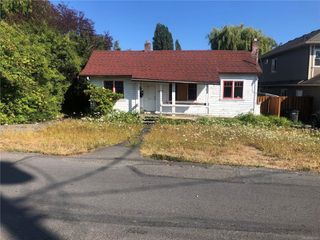 Photo 2: 3079 Orillia St in : SW Gorge House for sale (Saanich West)  : MLS®# 852104