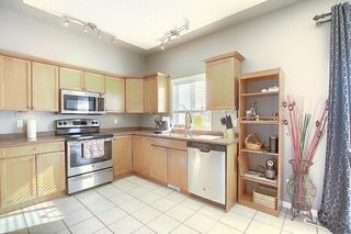 Photo 5: 121 Country Hills Gardens NW in Calgary: Country Hills Row/Townhouse for sale : MLS®# A1057496