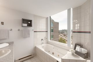 """Photo 12: 1601 1045 QUAYSIDE Drive in New Westminster: Quay Condo for sale in """"Quayside Tower I"""" : MLS®# R2404378"""