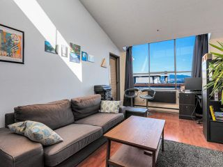 "Photo 3: 403 2173 W 6TH Avenue in Vancouver: Kitsilano Condo for sale in ""THE MALIBU"" (Vancouver West)  : MLS®# R2470311"