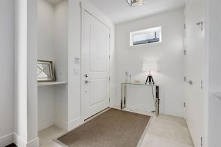 Photo 2: 4927 20 Street SW in Calgary: Altadore Semi Detached for sale : MLS®# A1028904
