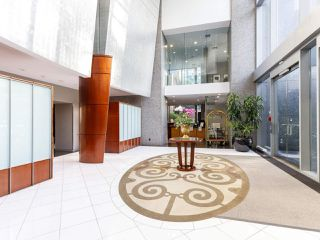 """Photo 3: 3201 1288 W GEORGIA Street in Vancouver: West End VW Condo for sale in """"Residences on Georgia"""" (Vancouver West)  : MLS®# R2506068"""