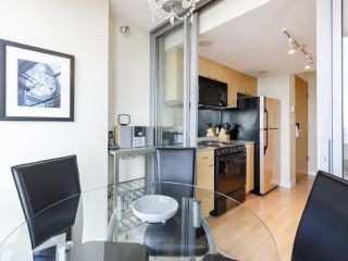 "Photo 10: 3201 1288 W GEORGIA Street in Vancouver: West End VW Condo for sale in ""Residences on Georgia"" (Vancouver West)  : MLS®# R2506068"
