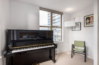 """Photo 11: 2402 969 RICHARDS Street in Vancouver: Downtown VW Condo for sale in """"Mondrian II"""" (Vancouver West)  : MLS®# R2508836"""