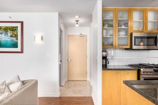 """Photo 5: 2402 969 RICHARDS Street in Vancouver: Downtown VW Condo for sale in """"Mondrian II"""" (Vancouver West)  : MLS®# R2508836"""