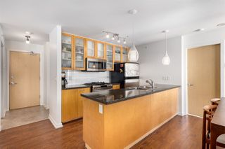 """Photo 2: 2402 969 RICHARDS Street in Vancouver: Downtown VW Condo for sale in """"Mondrian II"""" (Vancouver West)  : MLS®# R2508836"""