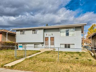 Photo 2: 7504 35 Avenue NW in Calgary: Bowness Detached for sale : MLS®# A1042603