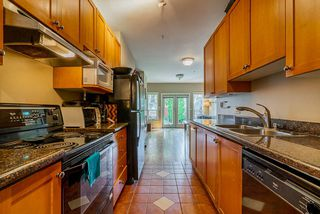 Photo 2: 1320 VICTORIA Drive in Vancouver: Grandview Woodland House 1/2 Duplex for sale (Vancouver East)  : MLS®# R2413229
