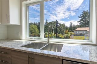 Photo 5: 401 2130 Sooke Rd in Colwood: Co Hatley Park Row/Townhouse for sale : MLS®# 842386
