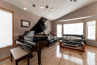 Photo 5: 10 Meadow Ridge Drive in Winnipeg: Richmond West Residential for sale (1S)  : MLS®# 202006400