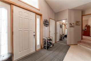 Photo 2: 10 Meadow Ridge Drive in Winnipeg: Richmond West Residential for sale (1S)  : MLS®# 202006400