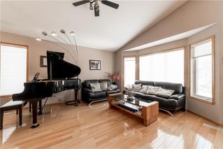 Photo 4: 10 Meadow Ridge Drive in Winnipeg: Richmond West Residential for sale (1S)  : MLS®# 202006400