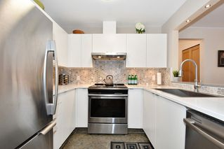 "Photo 8: 106 2588 ALDER Street in Vancouver: Fairview VW Condo for sale in ""BOLLERT PLACE"" (Vancouver West)  : MLS®# R2429460"