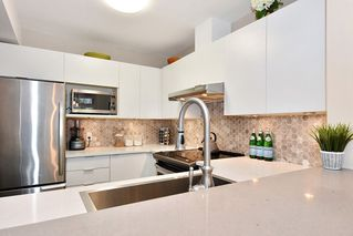 "Photo 7: 106 2588 ALDER Street in Vancouver: Fairview VW Condo for sale in ""BOLLERT PLACE"" (Vancouver West)  : MLS®# R2429460"