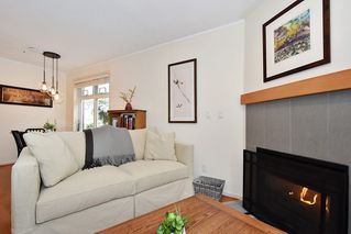 "Photo 4: 106 2588 ALDER Street in Vancouver: Fairview VW Condo for sale in ""BOLLERT PLACE"" (Vancouver West)  : MLS®# R2429460"