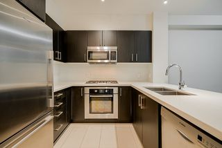 """Photo 5: 103 3133 RIVERWALK Avenue in Vancouver: South Marine Condo for sale in """"New Water"""" (Vancouver East)  : MLS®# R2423728"""