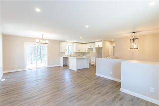 Photo 3: 14 Stoney Creek Drive in Blumenort: R16 Residential for sale : MLS®# 202024782