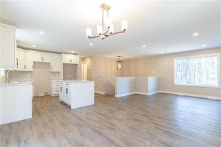 Photo 2: 14 Stoney Creek Drive in Blumenort: R16 Residential for sale : MLS®# 202024782