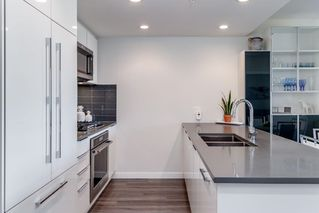 """Photo 3: 1306 3100 WINDSOR Gate in Coquitlam: New Horizons Condo for sale in """"LLOYD"""" : MLS®# R2426347"""