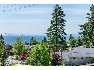 """Photo 2: 203 14824 NORTH BLUFF Road: White Rock Condo for sale in """"Belaire"""" (South Surrey White Rock)  : MLS®# R2459201"""