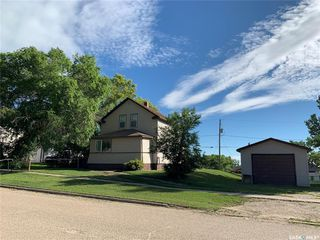 Photo 2: 320 Saskatchewan Avenue in Kerrobert: Residential for sale : MLS®# SK827556