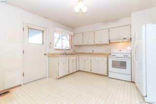 Photo 5: 2938 Oldcorn Place in VICTORIA: Co Hatley Park Single Family Detached for sale (Colwood)  : MLS®# 423409