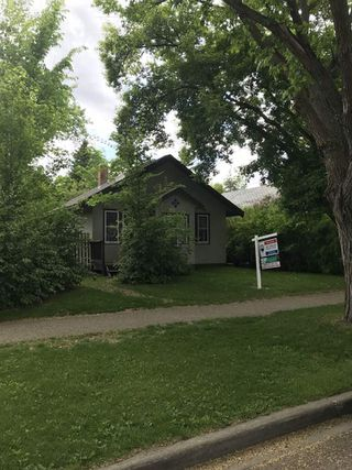 Photo 1: 10042 92 Street in Edmonton: Zone 13 House for sale : MLS®# E4203872