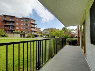 Photo 17: 101 1680 Poplar Ave in : SE Mt Tolmie Condo for sale (Saanich East)  : MLS®# 856970