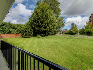 Photo 16: 101 1680 Poplar Ave in : SE Mt Tolmie Condo for sale (Saanich East)  : MLS®# 856970