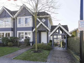 "Main Photo: 101 209 E 6TH Street in North Vancouver: Lower Lonsdale Townhouse for sale in ""Rose Garden Court"" : MLS®# R2439214"