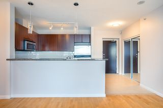 Photo 5: 1103 15 E ROYAL Avenue in New Westminster: Fraserview NW Condo for sale : MLS®# R2480972