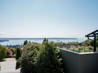 Photo 3: 2339 WESTHILL Drive in West Vancouver: Westhill House for sale : MLS®# R2528029