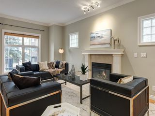 Photo 2: 1732 21 Avenue SW in Calgary: Bankview Row/Townhouse for sale : MLS®# A1034441