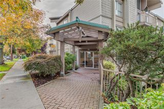 Photo 2: 402 1055 Hillside Ave in : Vi Hillside Condo for sale (Victoria)  : MLS®# 858795