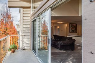 Photo 10: 402 1055 Hillside Ave in : Vi Hillside Condo for sale (Victoria)  : MLS®# 858795