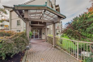 Photo 28: 402 1055 Hillside Ave in : Vi Hillside Condo for sale (Victoria)  : MLS®# 858795