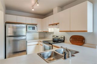 Photo 15: 402 1055 Hillside Ave in : Vi Hillside Condo for sale (Victoria)  : MLS®# 858795