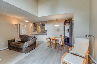 Photo 8: 402 1055 Hillside Ave in : Vi Hillside Condo for sale (Victoria)  : MLS®# 858795