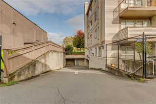 Photo 30: 402 1055 Hillside Ave in : Vi Hillside Condo for sale (Victoria)  : MLS®# 858795
