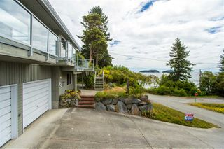 "Photo 16: 7060 DALE Road in Sechelt: Sechelt District House for sale in ""CALETA ESTATES"" (Sunshine Coast)  : MLS®# R2423298"