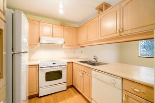 "Photo 5: 203 1441 BLACKWOOD Street: White Rock Condo for sale in ""Capistrano"" (South Surrey White Rock)  : MLS®# R2425820"