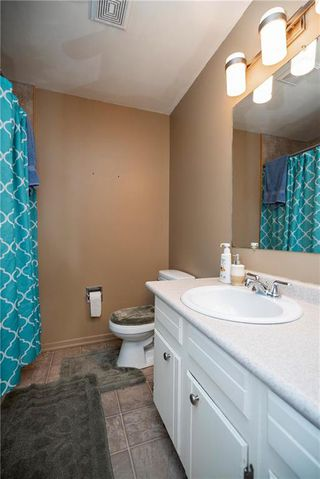 Photo 13: 97 Wiltshire Bay in Winnipeg: Windsor Park Residential for sale (2G)  : MLS®# 202006073