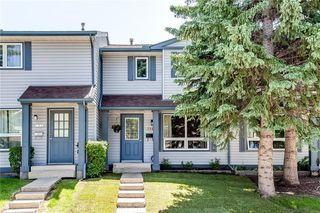 Photo 1: 194 WOODMONT Terrace SW in Calgary: Woodbine Row/Townhouse for sale : MLS®# C4306150
