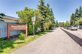 Photo 2: 194 WOODMONT Terrace SW in Calgary: Woodbine Row/Townhouse for sale : MLS®# C4306150