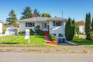 Photo 2: 3213 Carman St in : SE Camosun House for sale (Saanich East)  : MLS®# 859445