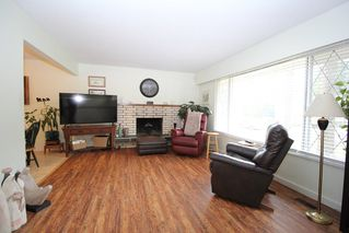 """Photo 2: 4660 198A Street in Langley: Langley City House for sale in """"Mason Heights"""" : MLS®# R2433385"""
